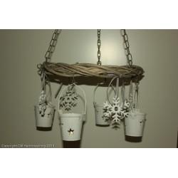 fyra hängande lyktor